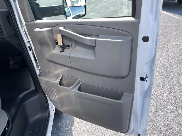 2021 Express 3500 4x2,  Morgan Truck Body Parcel Aluminum Cutaway Van #M1238701 - photo 20