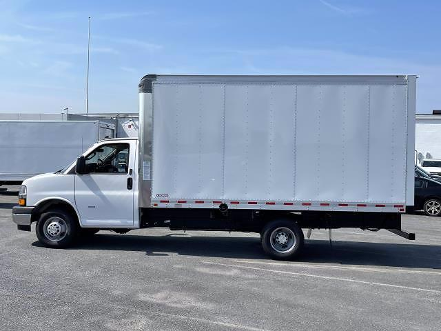 2021 Express 3500 4x2,  Morgan Truck Body Parcel Aluminum Cutaway Van #M1238701 - photo 4