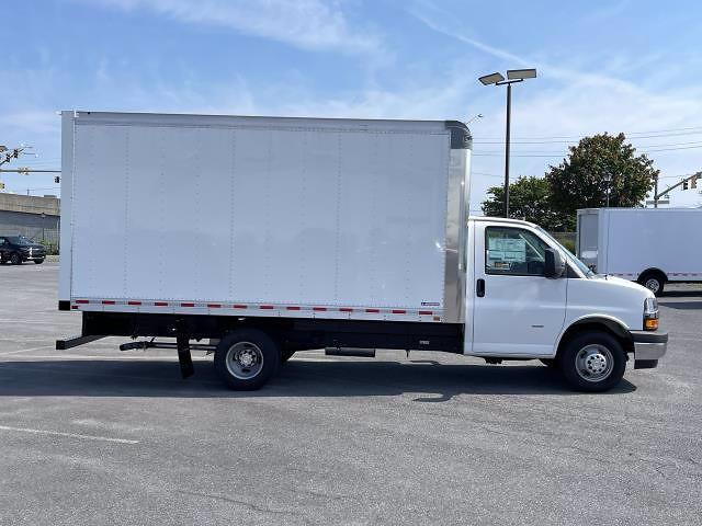 2021 Express 3500 4x2,  Morgan Truck Body Parcel Aluminum Cutaway Van #M1238701 - photo 8