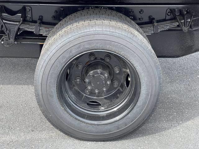 2021 Silverado 5500 Regular Cab DRW 4x2,  Morgan Truck Body Prostake Platform Body #MH803614 - photo 14