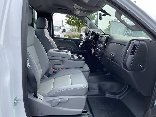 2021 Silverado 5500 Regular Cab DRW 4x2,  Morgan Truck Body Prostake Platform Body #MH803614 - photo 18