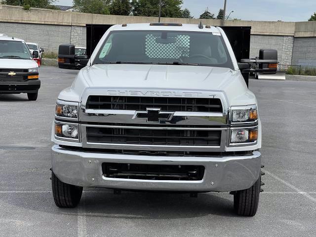 2021 Silverado 5500 Regular Cab DRW 4x2,  Morgan Truck Body Prostake Platform Body #MH803614 - photo 9