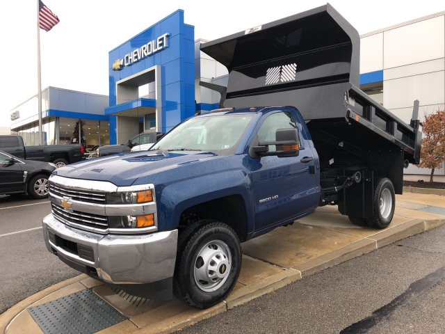 2017 Silverado 3500 Regular Cab DRW 4x4 Dump Body #HZ318637 - photo 1
