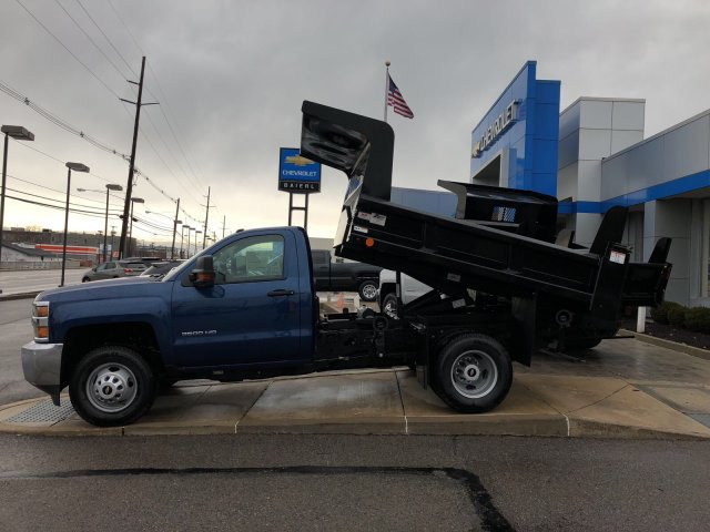 2017 Silverado 3500 Regular Cab DRW 4x4, Dump Body #HZ318637 - photo 5