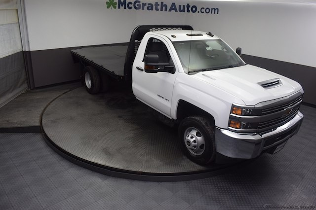 2018 Silverado 3500 Regular Cab DRW 4x4,  Knapheide Platform Body #C181740 - photo 3