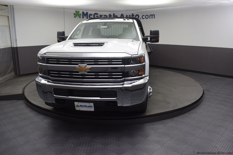 2018 Silverado 3500 Regular Cab DRW 4x4,  Knapheide PGNB Gooseneck Platform Body #C181740 - photo 3