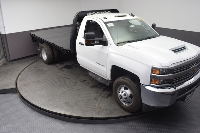 2018 Silverado 3500 Regular Cab DRW 4x4,  Knapheide Platform Body #C181788 - photo 3