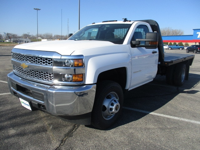 2019 Silverado 3500 Regular Cab DRW 4x4,  Platform Body #C190475 - photo 4