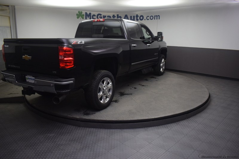 2019 Silverado 2500 Crew Cab 4x4,  Pickup #C190615 - photo 2