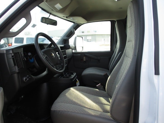 2019 Express 3500 4x2,  Bay Bridge Classic Cutaway Van #C190769 - photo 5