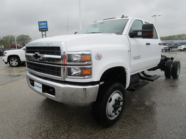 2019 Silverado Medium Duty DRW 4x4,  Cab Chassis #C191244 - photo 4