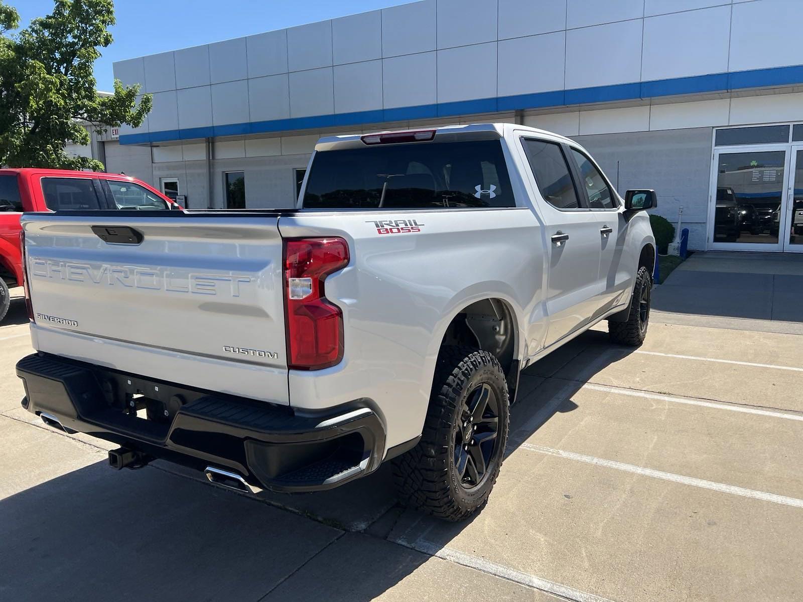 2020 Chevrolet Silverado 1500 Crew Cab 4x4, Pickup #C201626 - photo 3