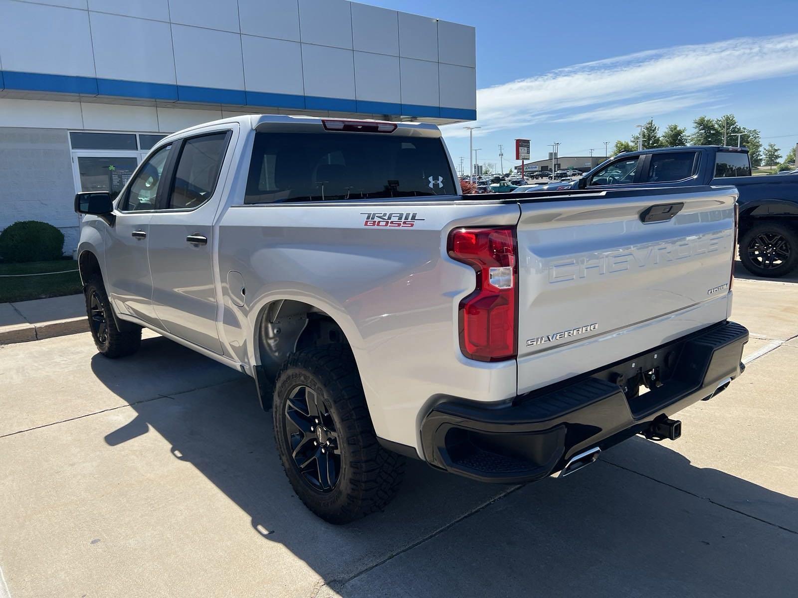 2020 Chevrolet Silverado 1500 Crew Cab 4x4, Pickup #C201626 - photo 4