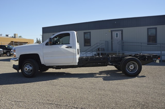 2016 Silverado 3500 Regular Cab, Cab Chassis #F291629 - photo 3