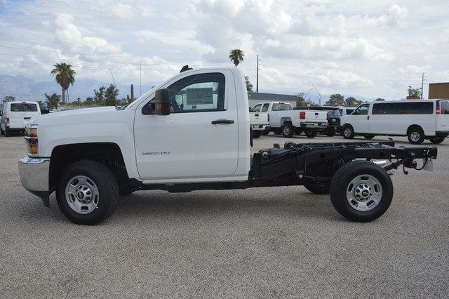 2017 Silverado 2500 Regular Cab, Cab Chassis #Z385498 - photo 3