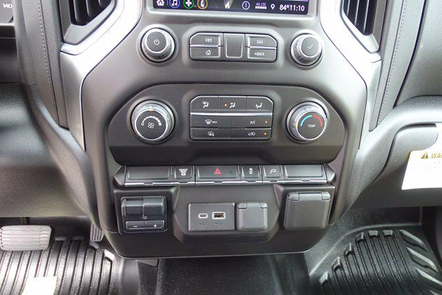 2021 Chevrolet Silverado 3500 Crew Cab AWD, Cab Chassis #DCM11028 - photo 15