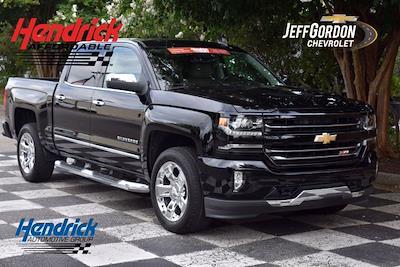 2017 Chevrolet Silverado 1500 Crew Cab 4x4, Pickup #X29786 - photo 1