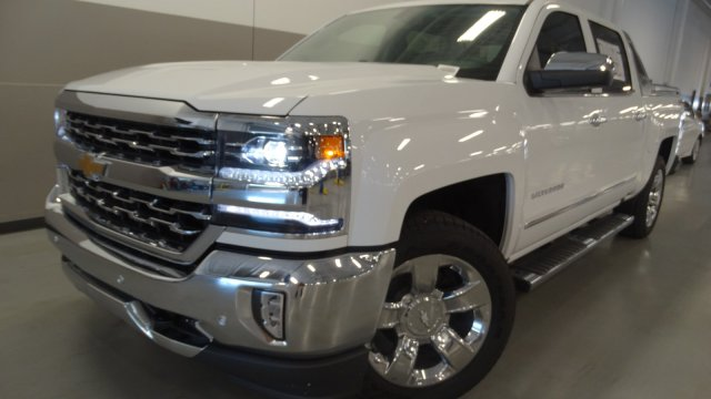 2017 Silverado 1500 Crew Cab 4x4 Pickup #170660 - photo 3