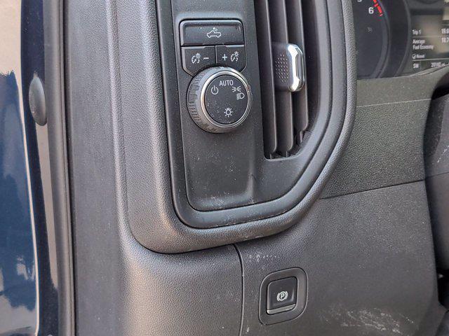 2020 Chevrolet Silverado 1500 Crew Cab 4x2, Pickup #M00709A - photo 17