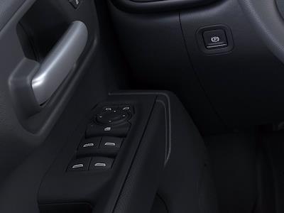 2021 Chevrolet Silverado 1500 Crew Cab 4x2, Pickup #M00477 - photo 18