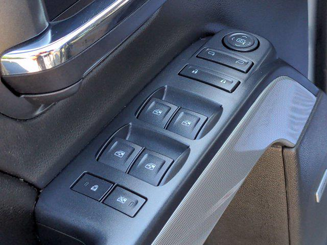 2015 Chevrolet Silverado 1500 Crew Cab 4x4, Pickup #M00765A - photo 15