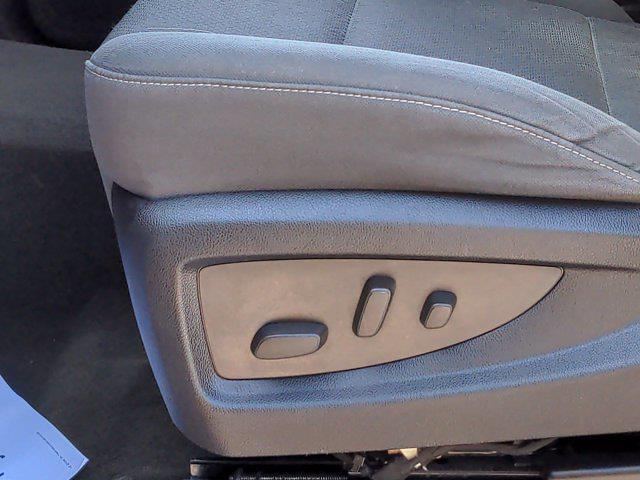 2015 Chevrolet Silverado 1500 Crew Cab 4x4, Pickup #M00765A - photo 18
