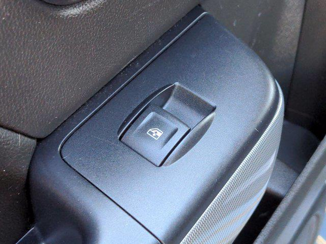 2015 Chevrolet Silverado 1500 Crew Cab 4x4, Pickup #M00765A - photo 31