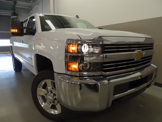 2017 Silverado 2500 Crew Cab, Pickup #M170449 - photo 3