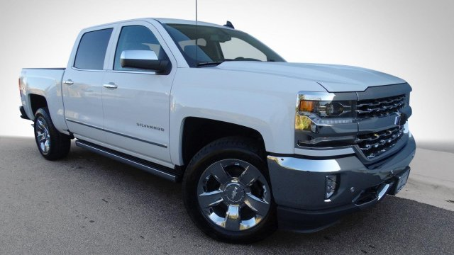 2017 Silverado 1500 Crew Cab 4x4, Pickup #T17318 - photo 9