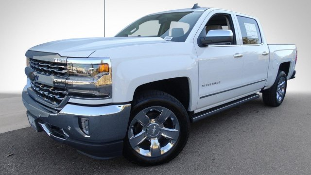 2017 Silverado 1500 Crew Cab 4x4, Pickup #T17318 - photo 10