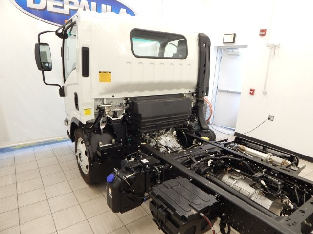 2017 Low Cab Forward Regular Cab, Cab Chassis #T14073 - photo 10