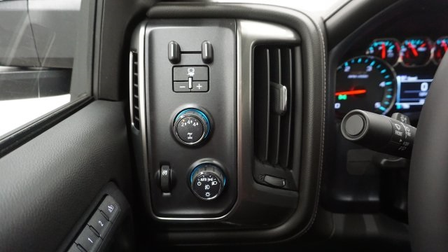 2018 Silverado 2500 Crew Cab 4x4 Pickup #T16720 - photo 16