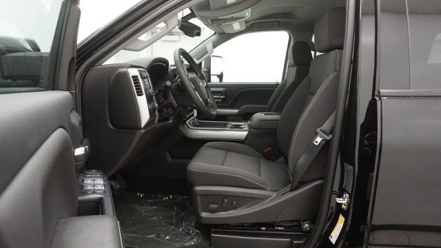 2018 Silverado 3500 Crew Cab 4x4 Pickup #T16778 - photo 14