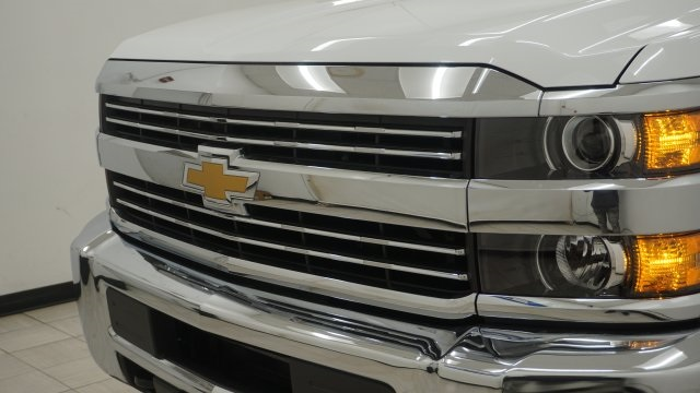 2018 Silverado 3500 Regular Cab 4x4, Service Body #T17498 - photo 32