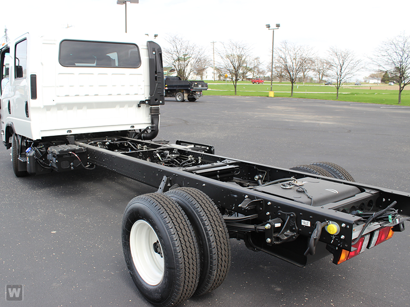 2015 NPR-HD Crew Cab Cab Chassis #1001 - photo 2