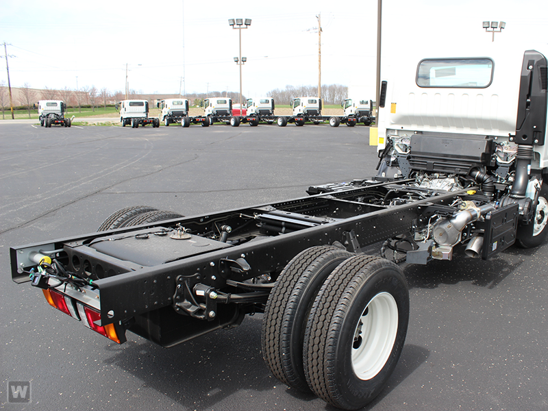 2015 NPR-HD Regular Cab Cab Chassis #1004 - photo 3