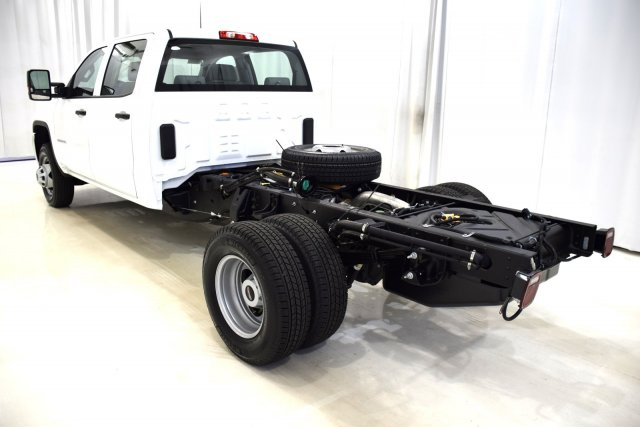 2017 Sierra 3500 Crew Cab 4x4, Cab Chassis #73508 - photo 8