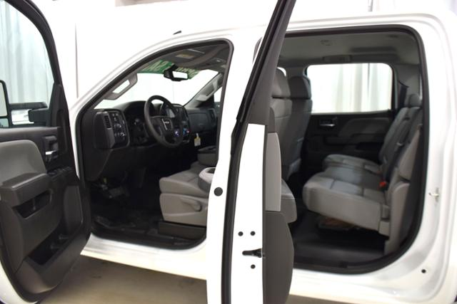 2018 Sierra 3500 Crew Cab DRW 4x4,  Cab Chassis #83462 - photo 4