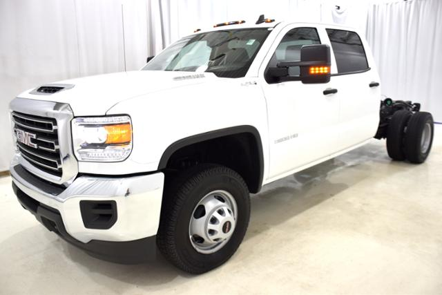 2018 Sierra 3500 Crew Cab DRW 4x4,  Cab Chassis #83639 - photo 5
