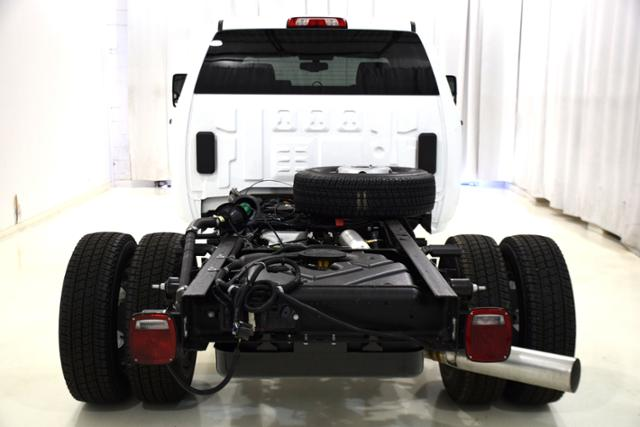 2018 Sierra 3500 Crew Cab DRW 4x4,  Cab Chassis #83737 - photo 7