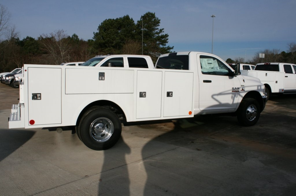 2018 Ram 3500 Regular Cab DRW 4x4,  Warner Service Body #DZ8121 - photo 3