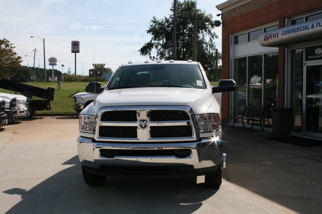 2018 Ram 3500 Crew Cab DRW 4x2,  Warner Service Body #DZ8165 - photo 3