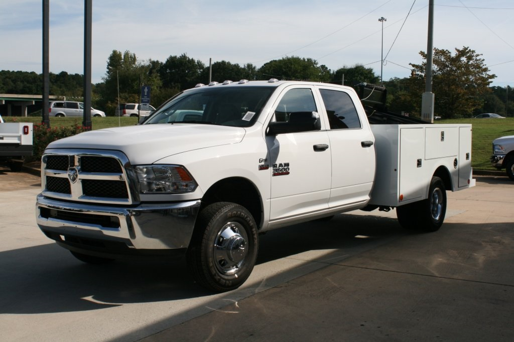 2018 Ram 3500 Crew Cab DRW 4x2,  Warner Service Body #DZ8184 - photo 3