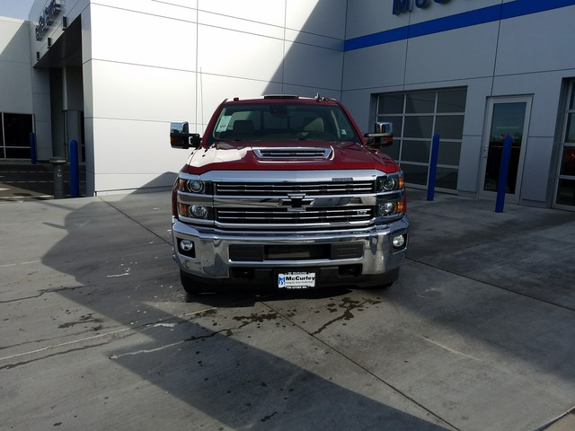 2018 Silverado 3500 Crew Cab 4x4, Pickup #FCHJ441 - photo 3