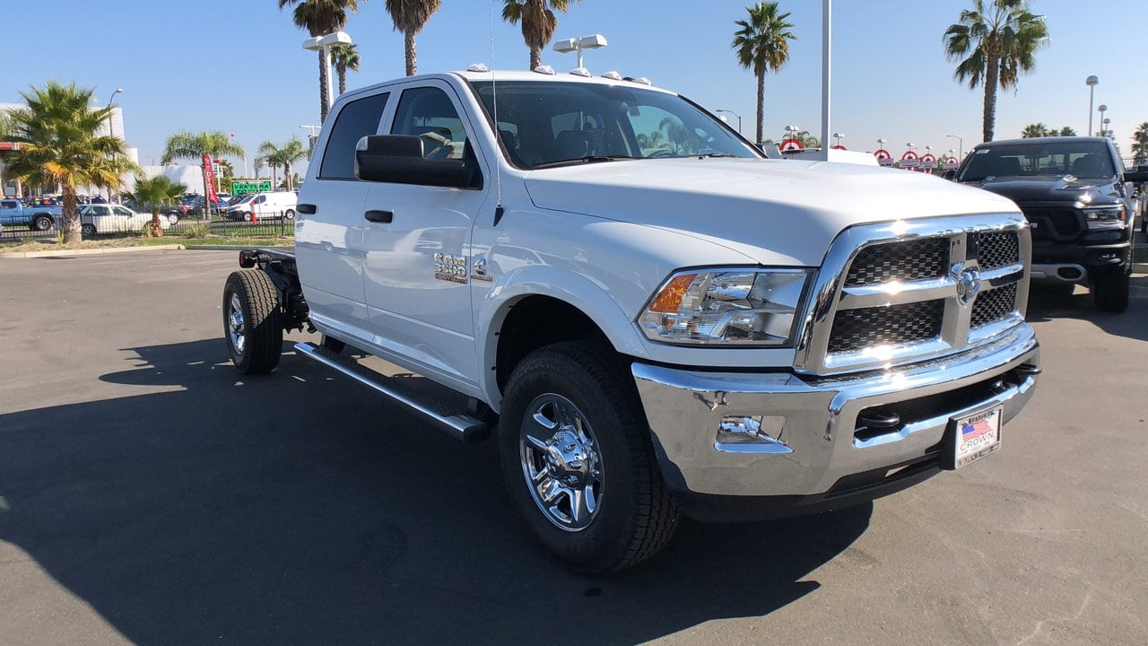 2018 Ram 3500 Crew Cab 4x4,  Cab Chassis #E3066 - photo 5