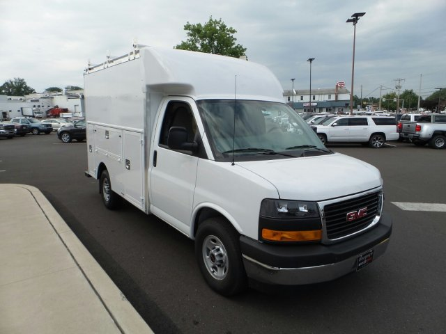 2017 Savana 3500, Supreme Cutaway Van #75467 - photo 4