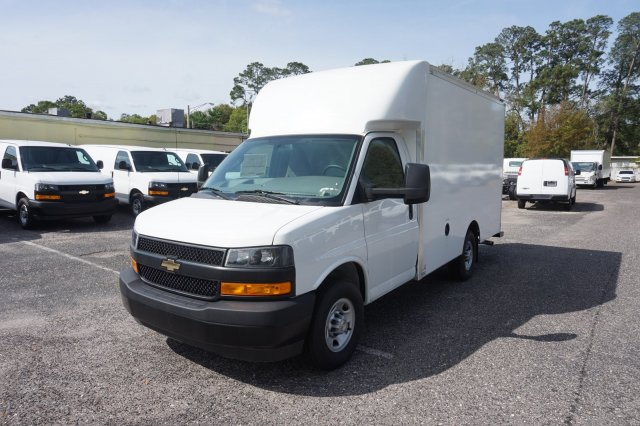 2018 Express 3500 4x2,  Supreme Cutaway Van #8G49 - photo 3