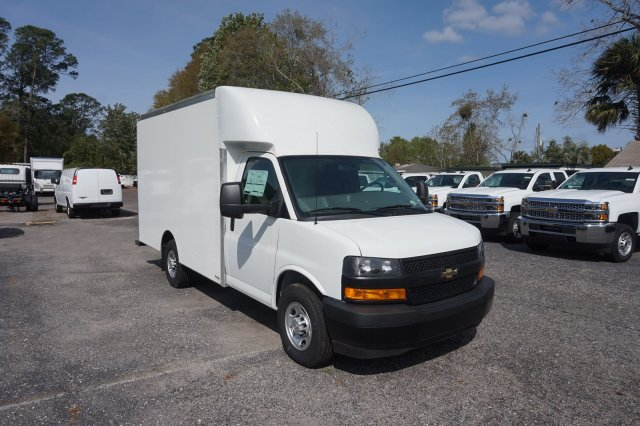 2018 Express 3500 4x2,  Supreme Cutaway Van #8G49 - photo 5