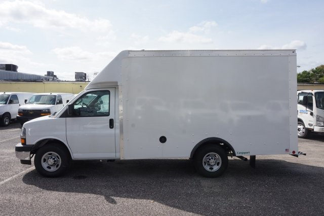2018 Express 3500 4x2,  Rockport Cargoport Cutaway Van #8G95 - photo 10