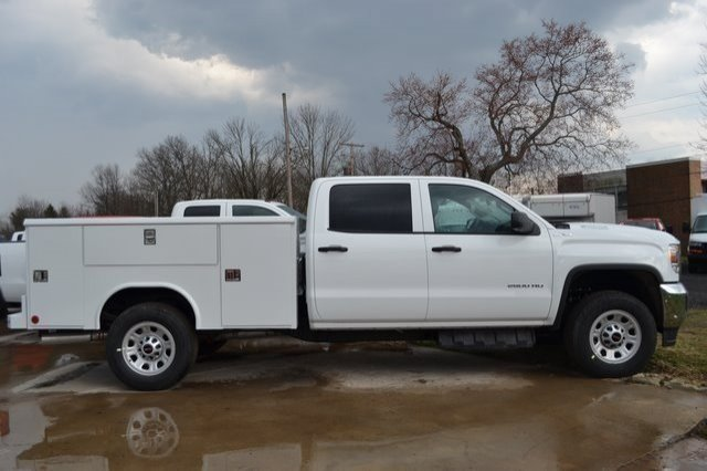 2019 Sierra 2500 Crew Cab 4x4,  Reading Classic II Aluminum  Service Body #Q490146 - photo 5